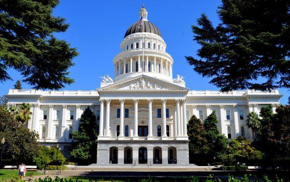 california-sacramento-california-state-capitol-building-1440x906